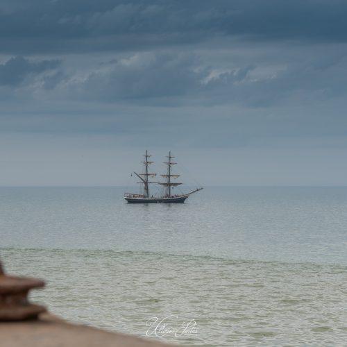 Bateau pirate au large