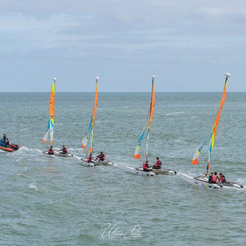 Départ des catamarans de l'école de voile